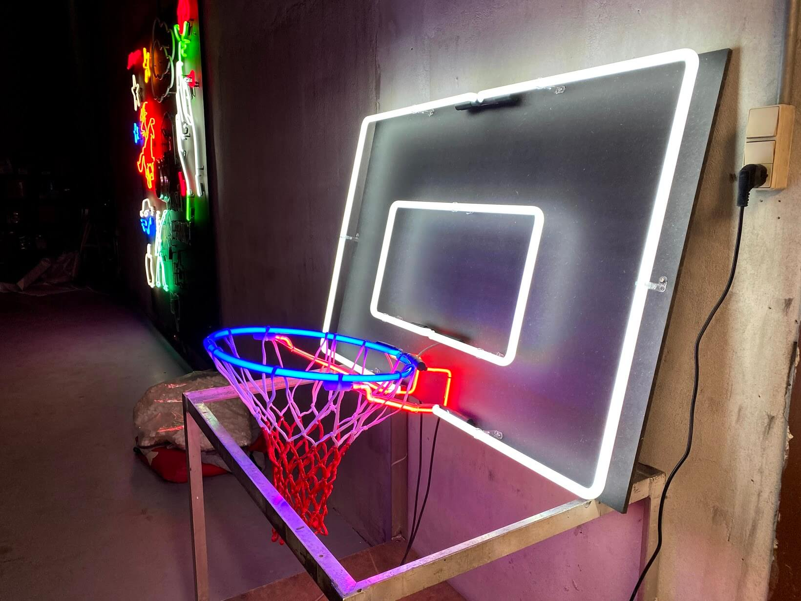 neon basketkurv